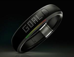 nike fuelband digitales armband mit leistungsmesser. Black Bedroom Furniture Sets. Home Design Ideas