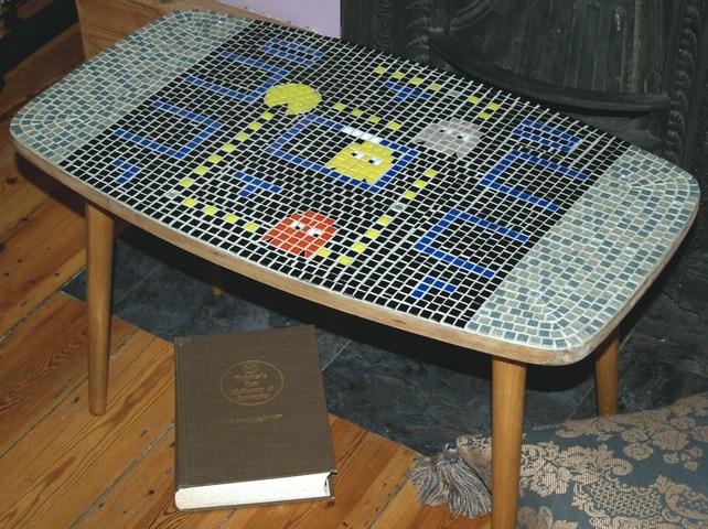 Der Retro-Tisch im Pac-Man-Design (Foto: Folksy.com)