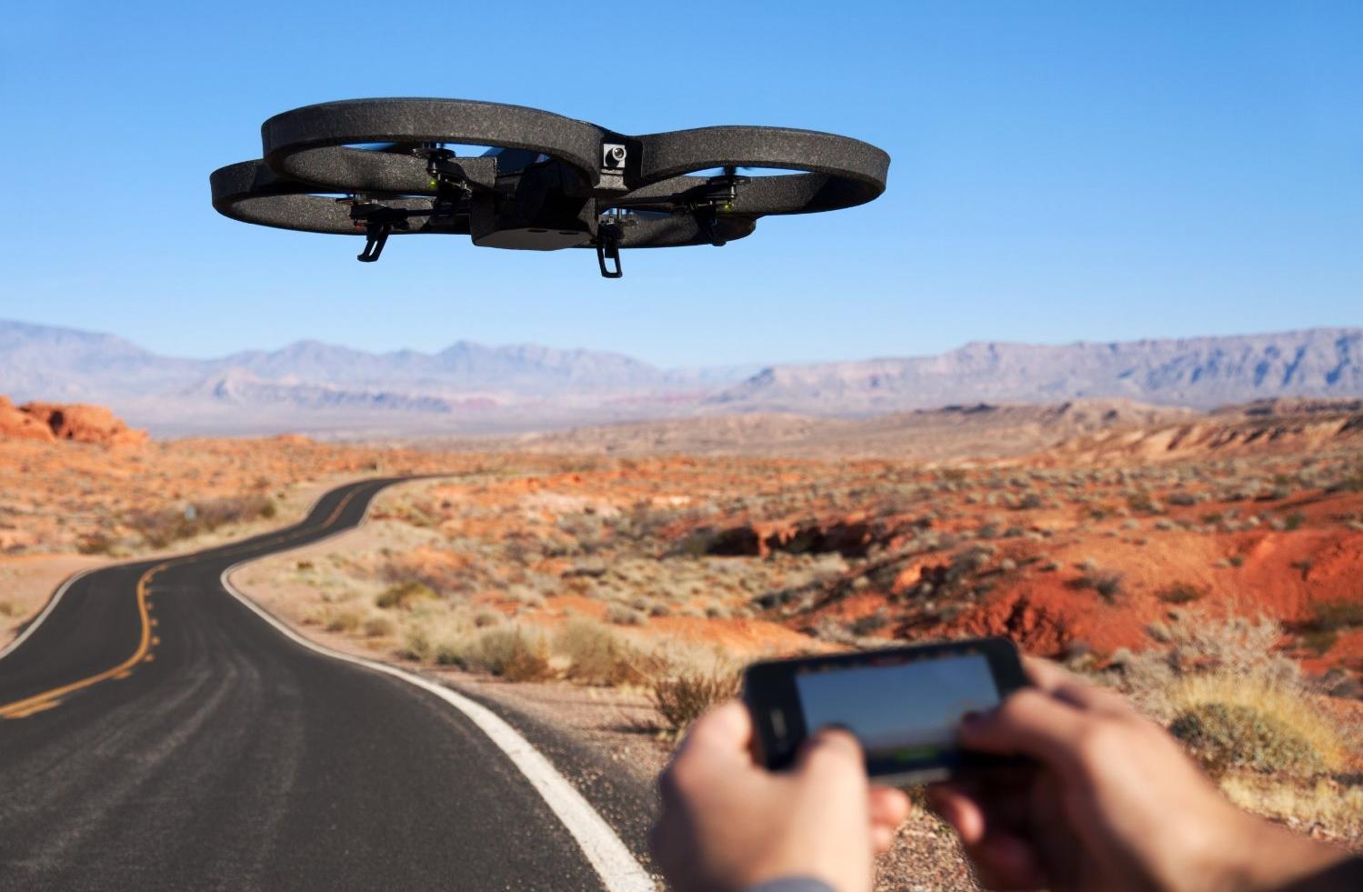 Die AR.Drone 2.0 beim Starten. (Foto: Parrot)