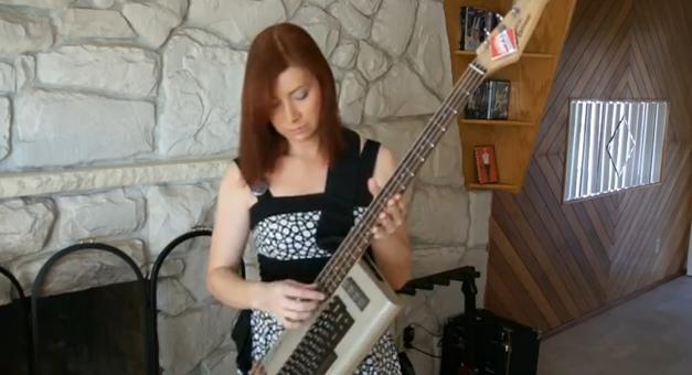 Das ist sie - die C64 Bass Guitar. (Foto: Youtube)