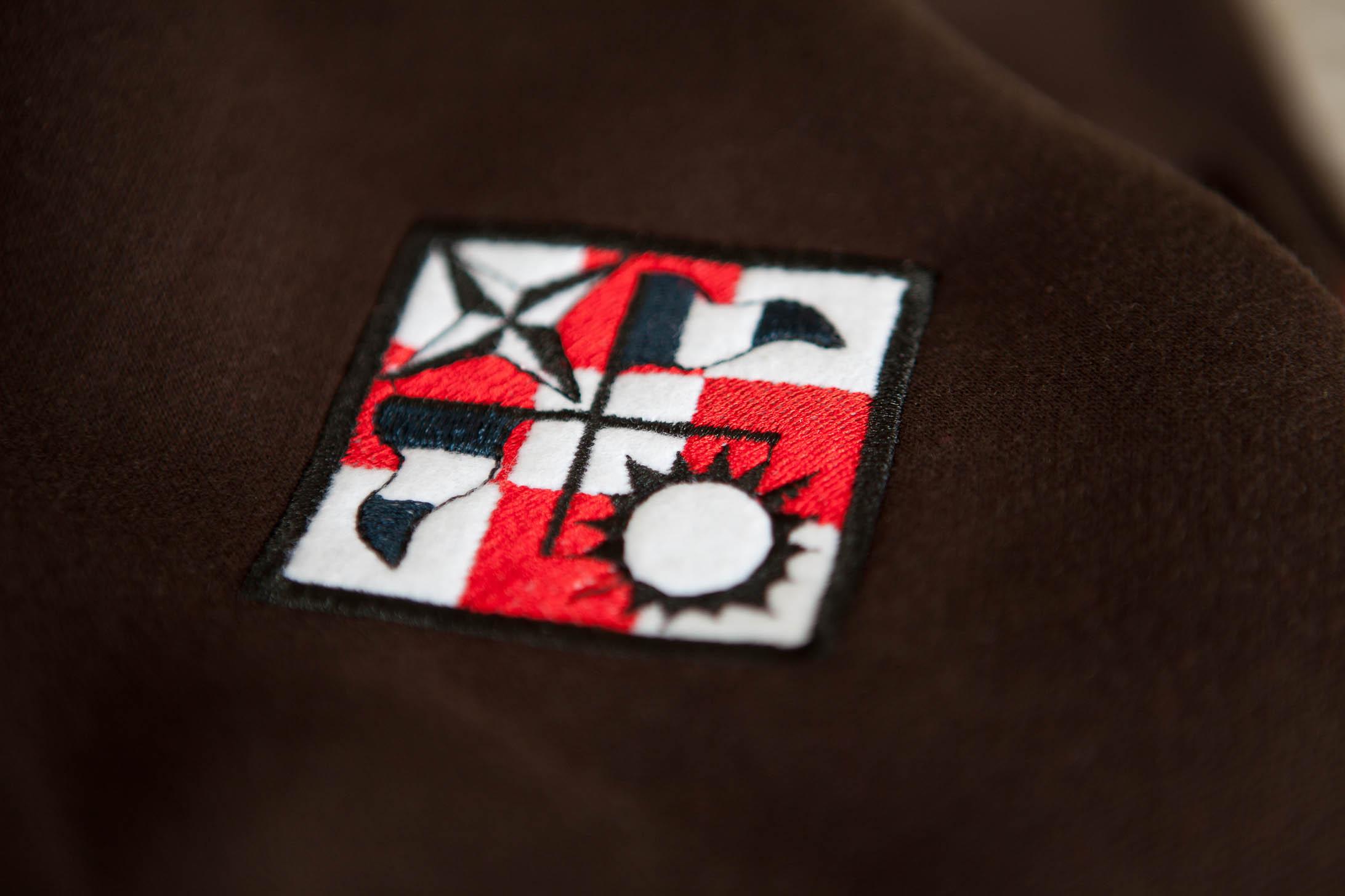 Ein Symbol aus Shenmue auf der Jacke. (Foto: InsertCoinClothing.com)