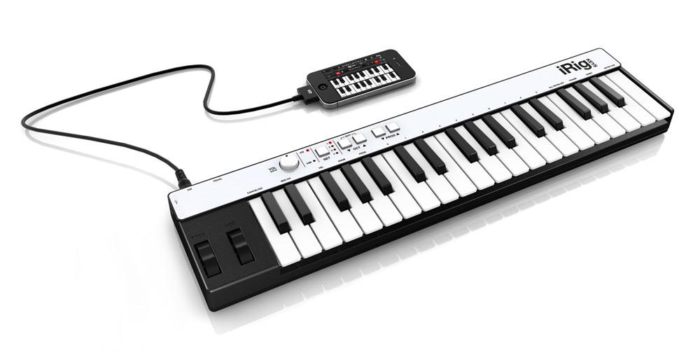 Kleines Keyboard am noch kleineren iPhone. (Foto: IK Multimedia)