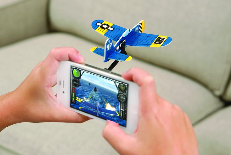 Hinten dran - ein Flugzeug am Smartphone. (Foto: CoolStuff)