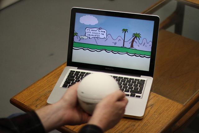 Spielen mit essbarem Teig. Komisch, oder? (Foto: doughglobe.com)