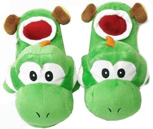 Kein Mega-Geschenk, dafür aber praktisch - die Yoshi-Hausschuhe. (Foto: Amazon)