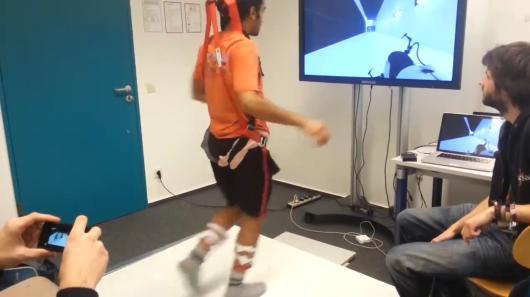 Hängegurt, Wiimotes und Kinect ergibt sPortal. (Foto: Youtube)