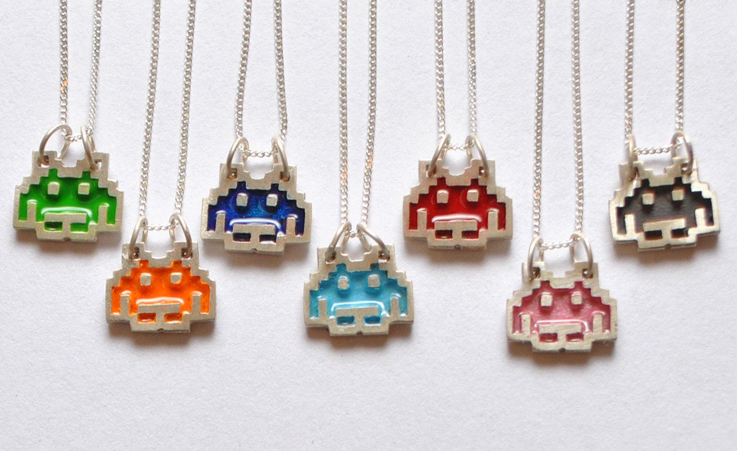 Space Invaders für den Hals. Ihr habt die Farbwahl... (Foto: Etsy)