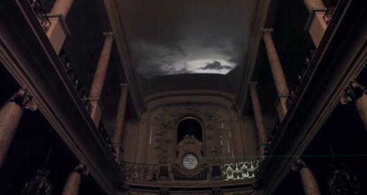 Als Standbild kaum zu erkennen: Teile einer Kirche wurden zu Musikinstrumenten. (Foto: Vimeo)