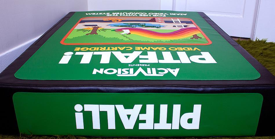Vinyl Pitfall Cartridge: Riesiges Spielmodul als Couchersatz