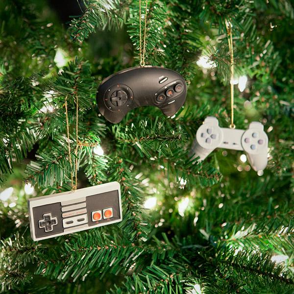 Die Controller machen sich ganz hervorragend im Weihnachtsgeäst!