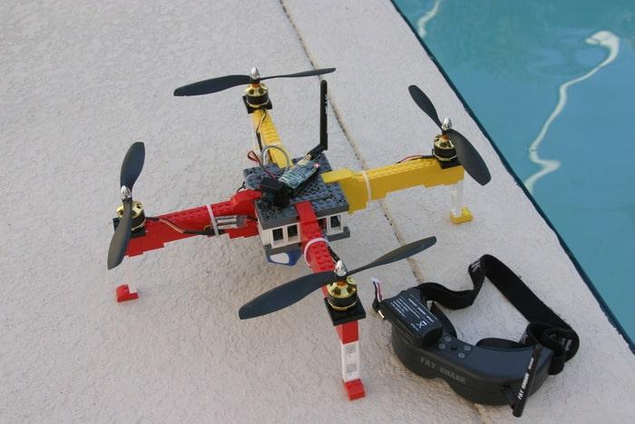 Die aus Legosteinen erbaute Flug-Drohne (Foto: Kickstarter)