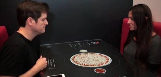 Vorsicht! Diese Pizza ist nicht echt! (Foto: Youtube)