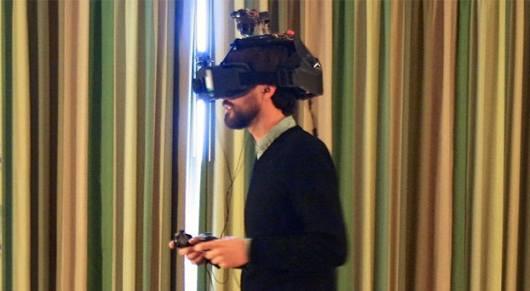 Ein recht wuchtiges Gerät auf dem Kopf. (Foto: Engadget)