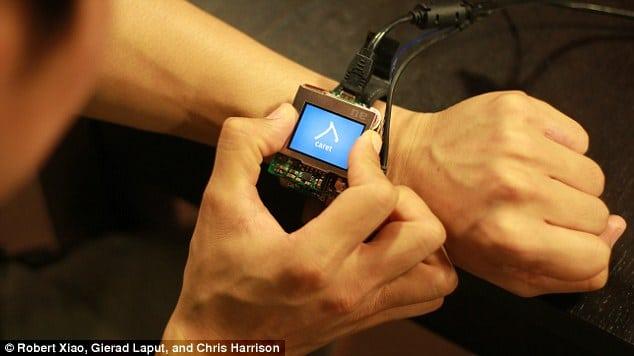 Eigentlich eine normale Smartwatch... (Foto: Future Interface Group)