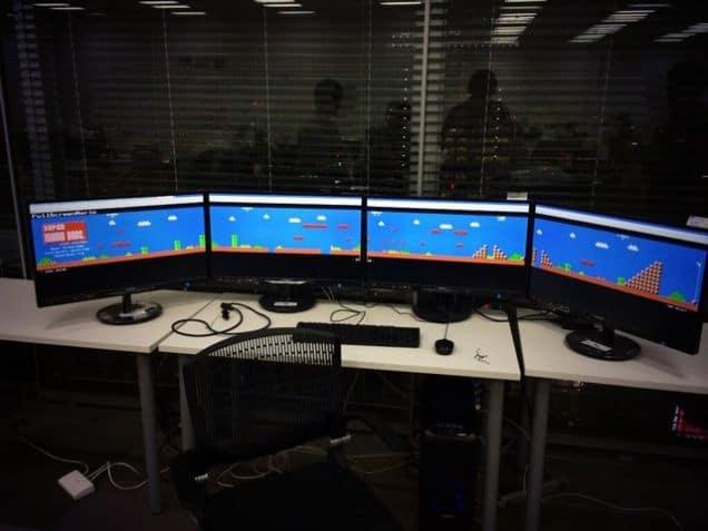 Vier Monitor, ein Mario. (Foto: Twitter)