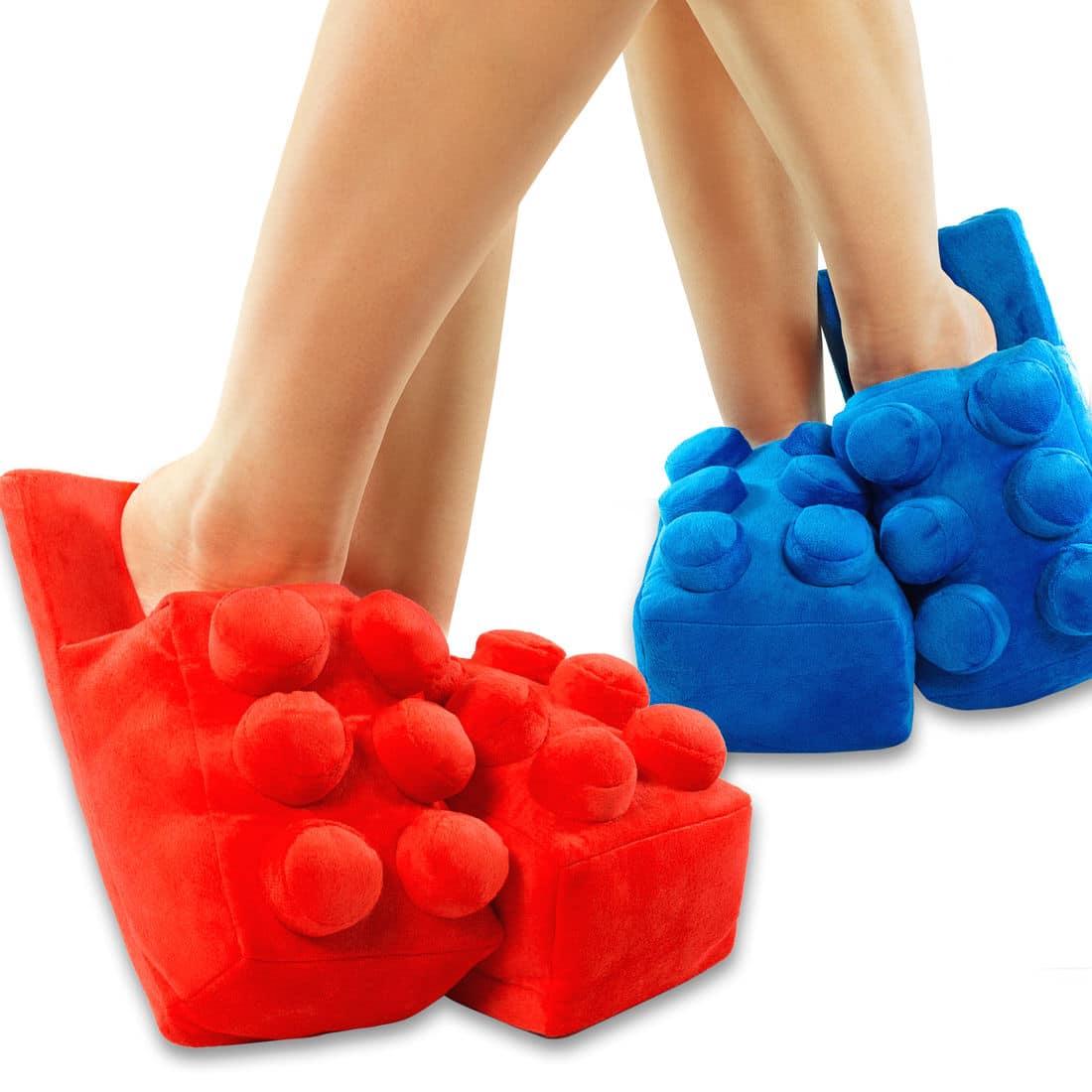 lego ist nur spielzeug falsch tragt die kleinen baukl tzchen als stylische hausschuhe. Black Bedroom Furniture Sets. Home Design Ideas