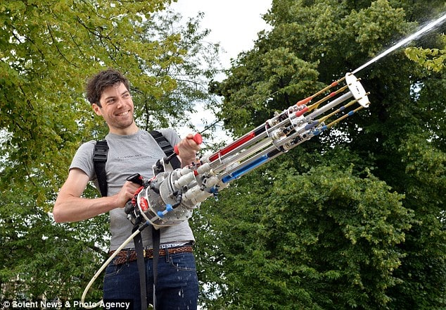 Die Wasserpistole für echte Kerle (Foto: dailymail.co.uk)