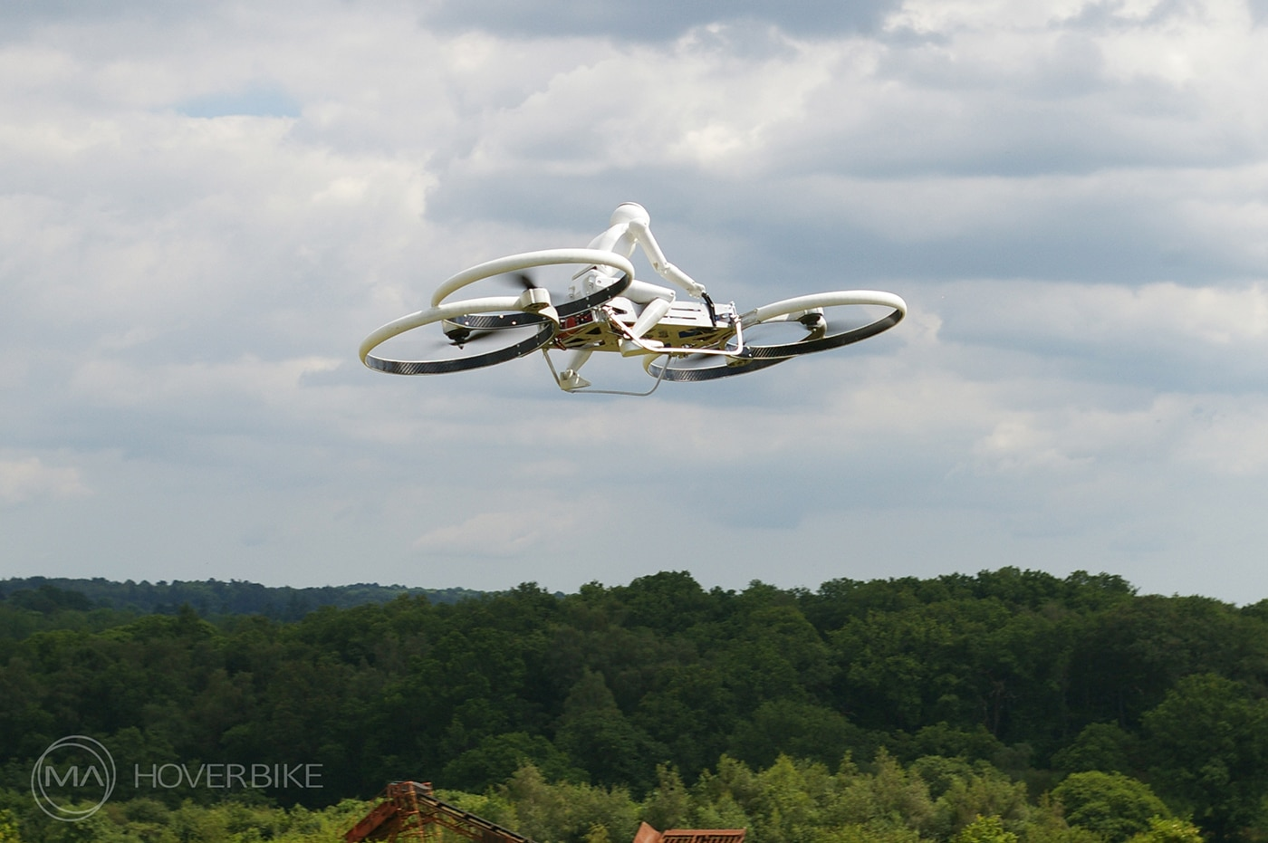 Hilfe! Die Stormtrooper greifen an!? (Foto: hover-bike.com)