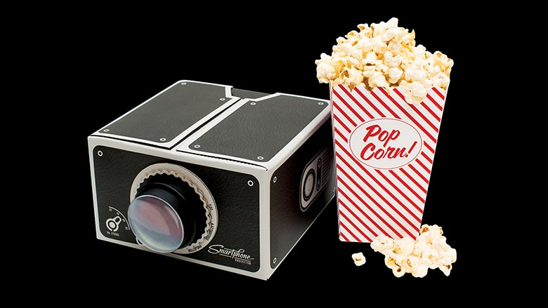 Smartphone, Projector, Beamer! Alles für den gelungenen Filmabend da! (Foto: Luckies)