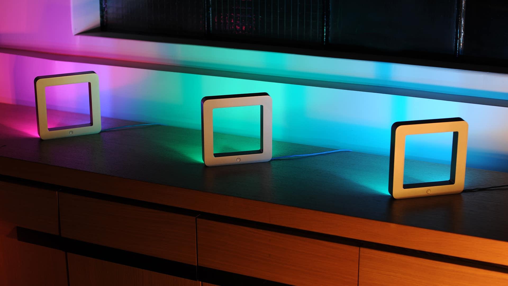 Eine Lampe für viele Farben (Foto: Holimotion)