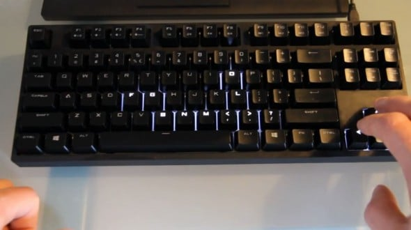 Snake on the....keyboard! (Foto: Youtube)