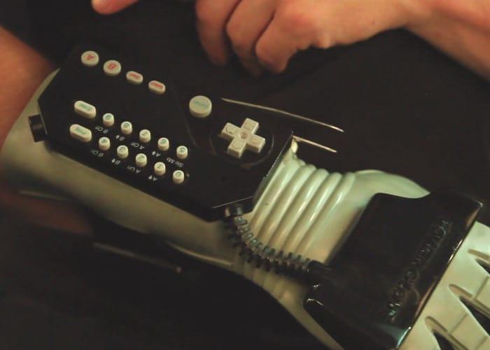 Hey, der Power Glove hat ja doch einen Sinn. (Foto: Vimeo)