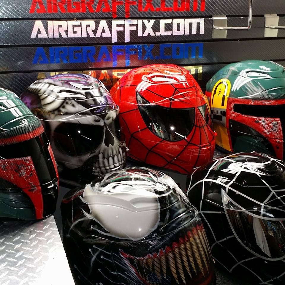 Helme im Boba Fett-, Spider Man- und Venom-Look (Foto: Airgraffix)