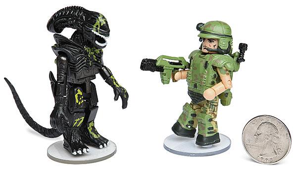 Wie süß! Ein Alien und ein Marine kabbeln sich (Foto: ThinkGeek)