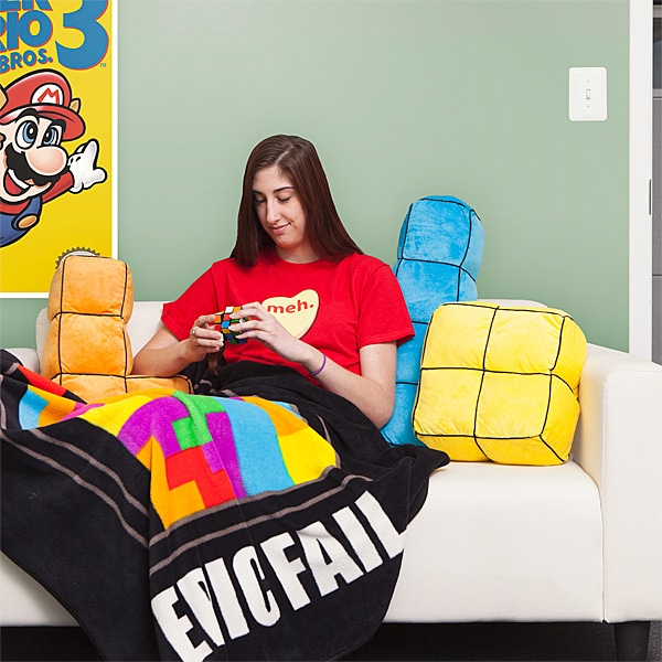 Kuscheln mit Tetris-Kissen. (Foto: ThinkGeek)