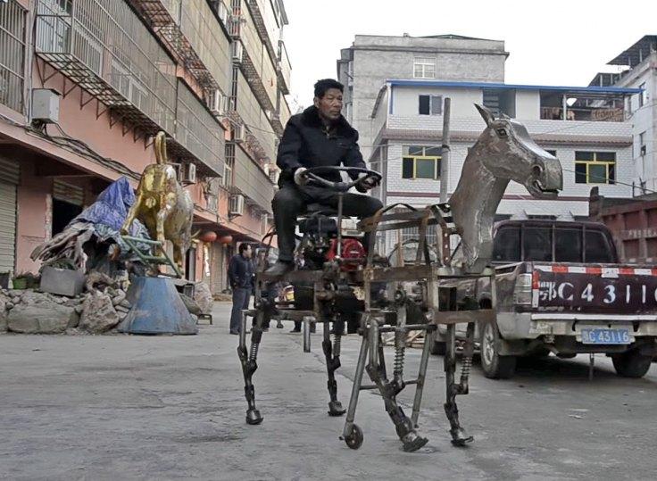 Robot Horse Ein Monstrses Pferd Zum Reiten Durch Die