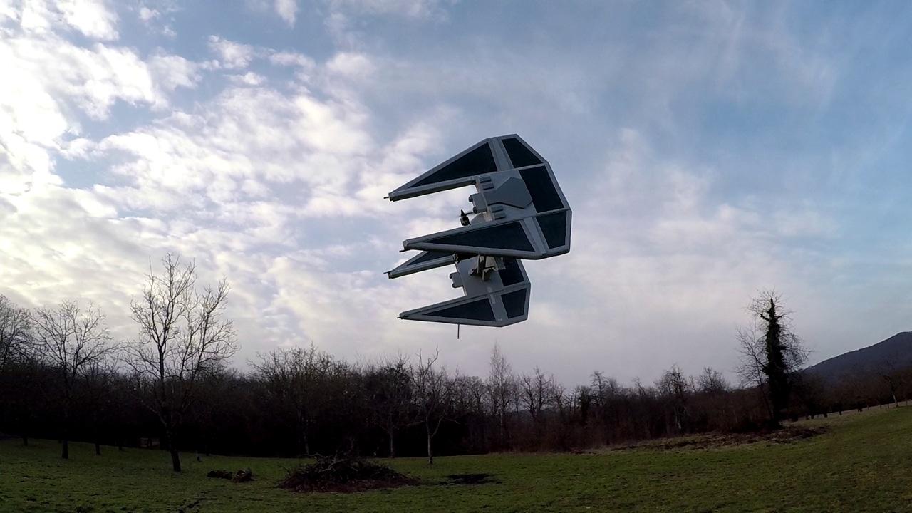 Dieser Tie Interceptor basiert auf einem Quadrocopter. (Foto: imgur)