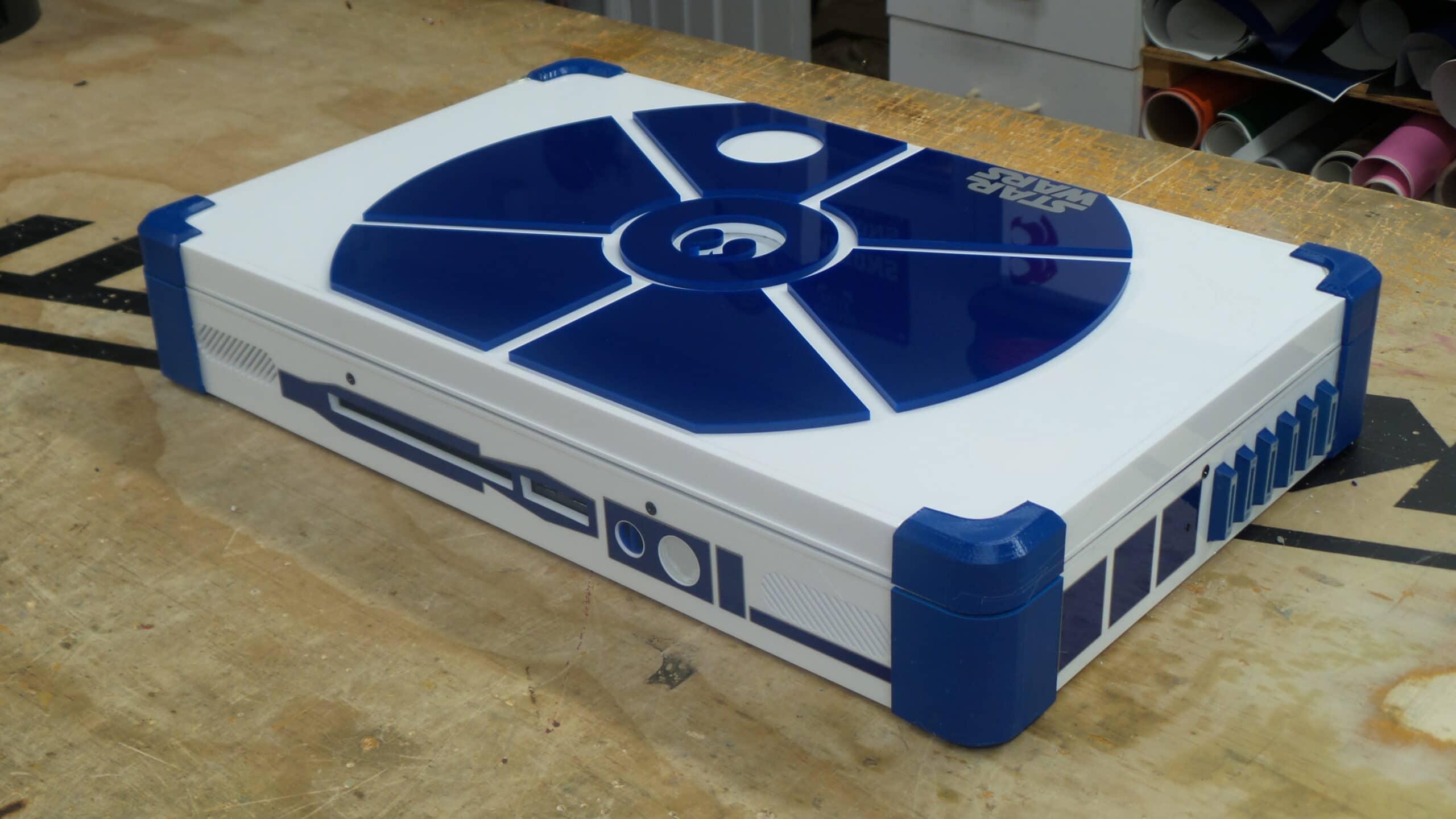 Ein R2-D2 als Spielkonsole. Oder anders herum. (Foto: Ed Zarick)