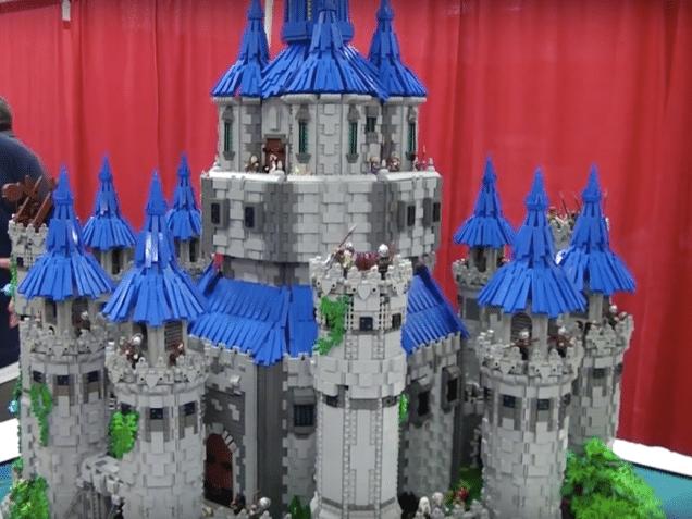 Was für ein riesiges Schloss. (Foto: Joseph Zawarda)