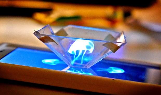 Wie ein Diamant. Aber ein Hologramm-Projektor. (Foto: Screenshot)