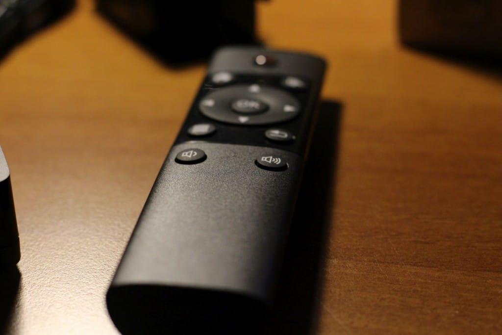Mit der Remote könnt ihr euch gut durch die Menüs hangeln. (Foto: Sven Wernicke)