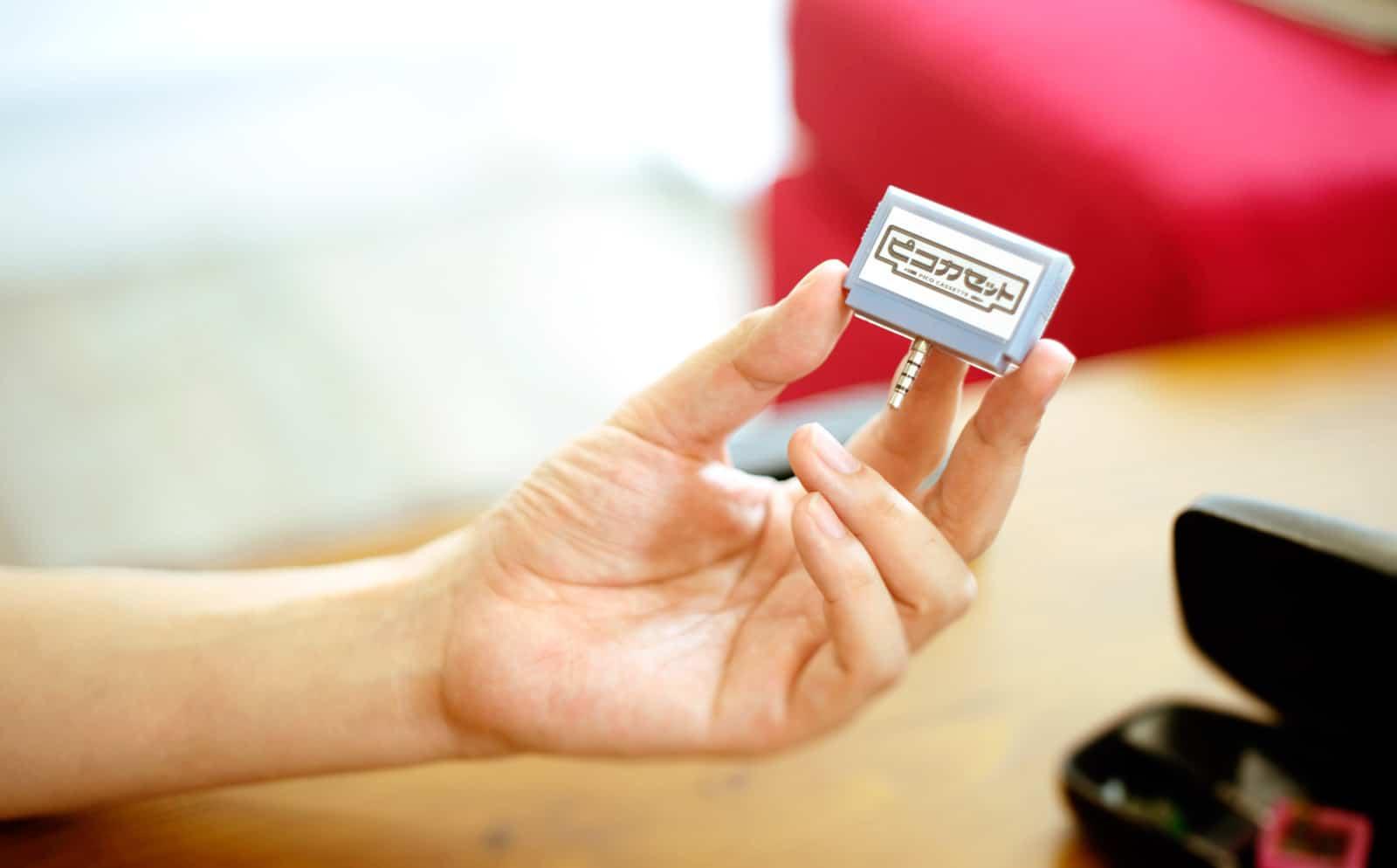 Ein kleines Modul mit einem Smartphone-Spiel drauf. (Foto: Pico Cassette)