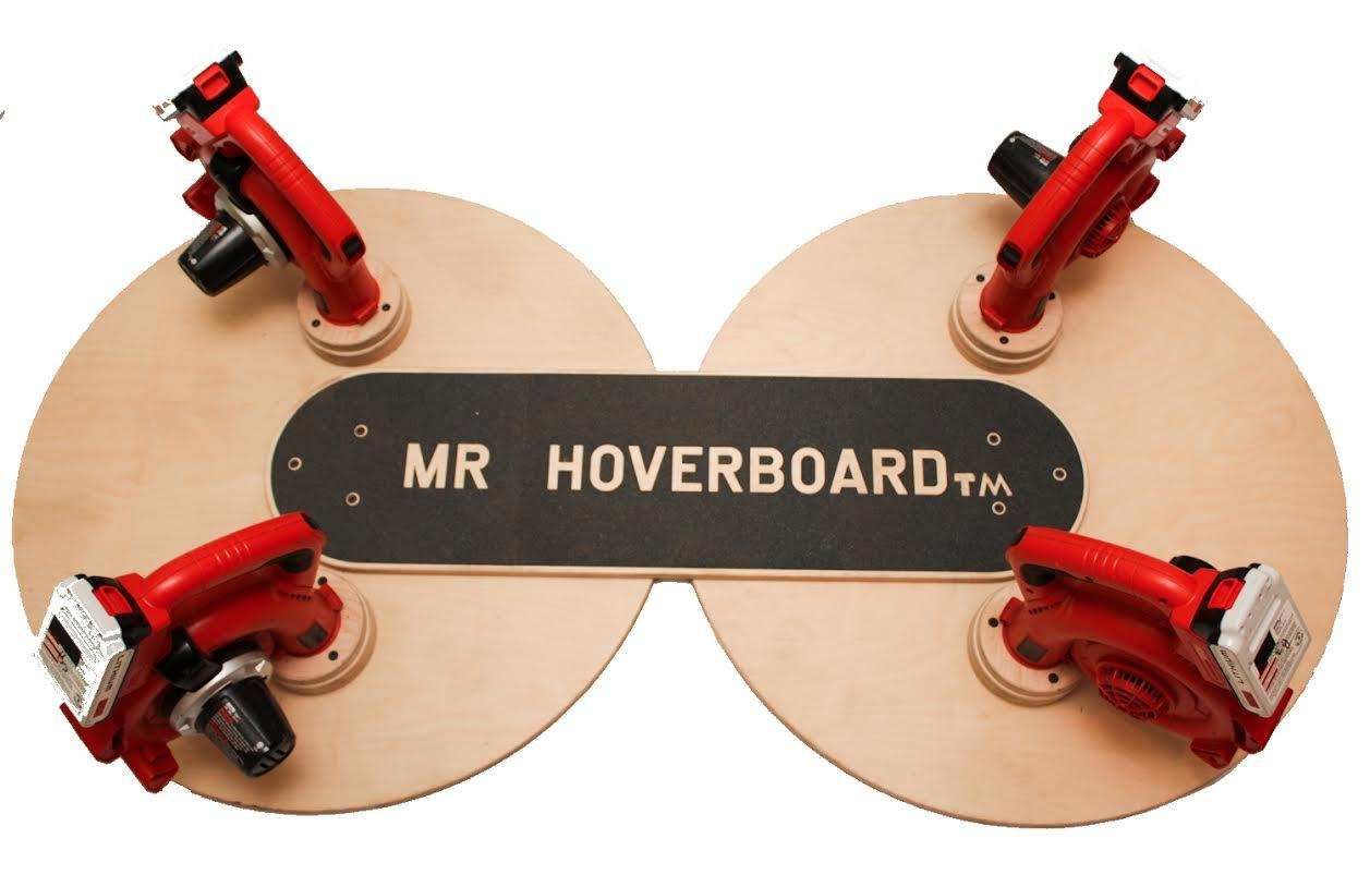 Große Holzplatten und Laubbläser... (Foto: Ryan Craven)