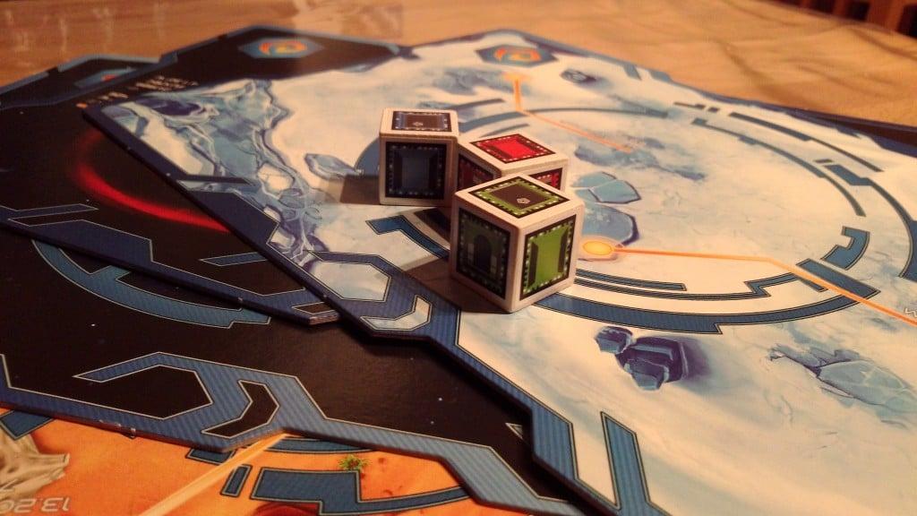 Euer Spielfeld. Würfel und Planeten werden von der App gescannt. (Foto: GamingGadgets.de)