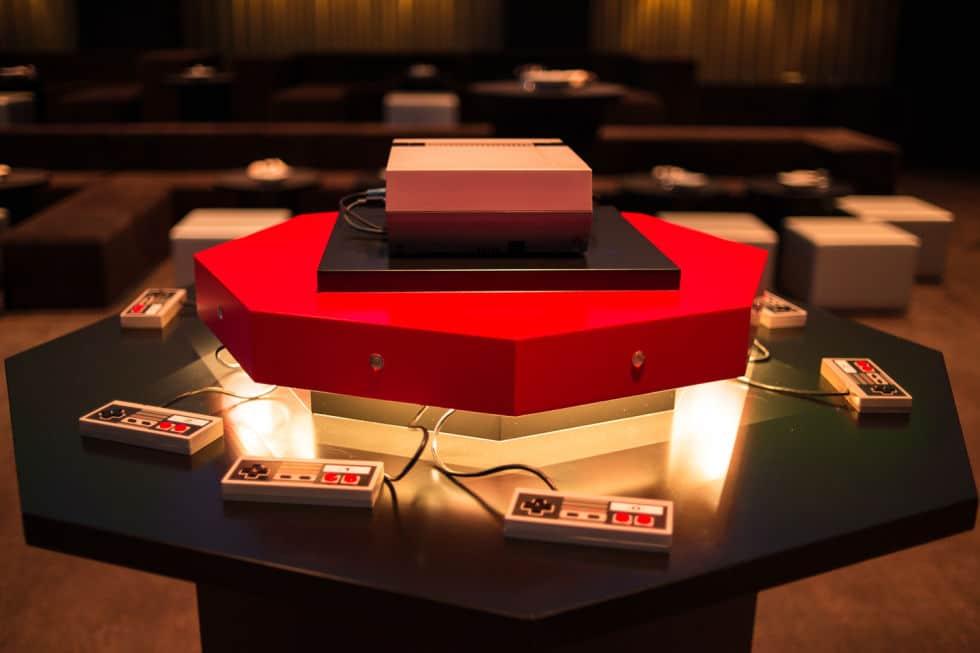 Eine NES-Konsole mit dem gewissen Etwas. (Foto: Ars Technica)