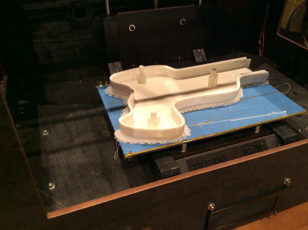 Der zweite Prototyp erhält ein neues Gehäuse aus dem 3D-Drucker. (Foto: Michael Hermann)