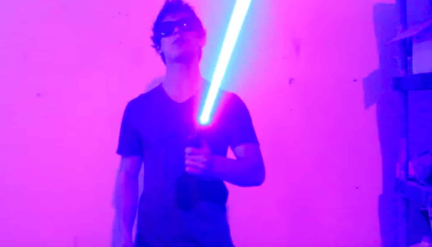 Ein echtes Laserschwert? (Foto: Screenshot / YouTube)