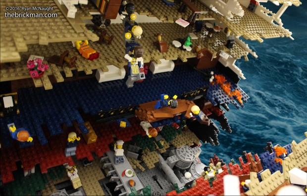 Chaos auf der LEGO Titanic. (Foto: TheBrickMan)