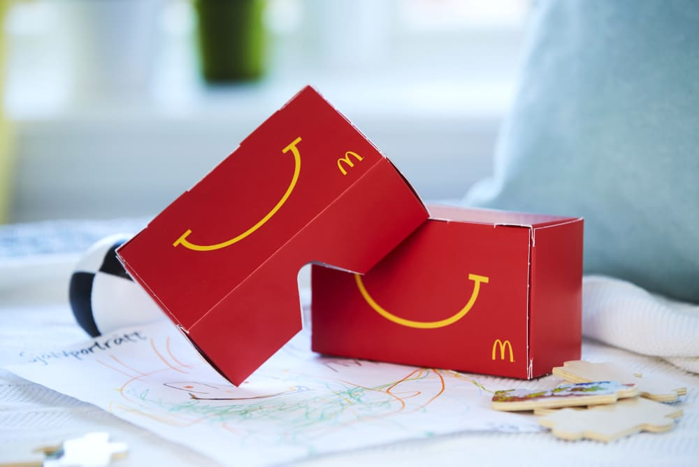happy goggles aus einem mcdonald 39 s happy meal wird eine vr brille. Black Bedroom Furniture Sets. Home Design Ideas