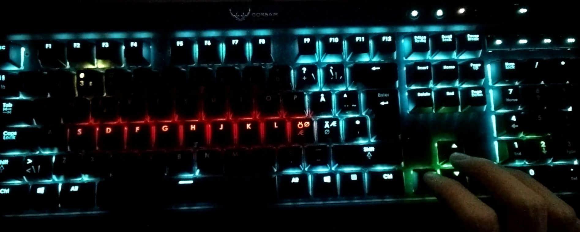 Snake auf einer Tastatur? Schräg. Und lustig. (Foto: Screenshot)