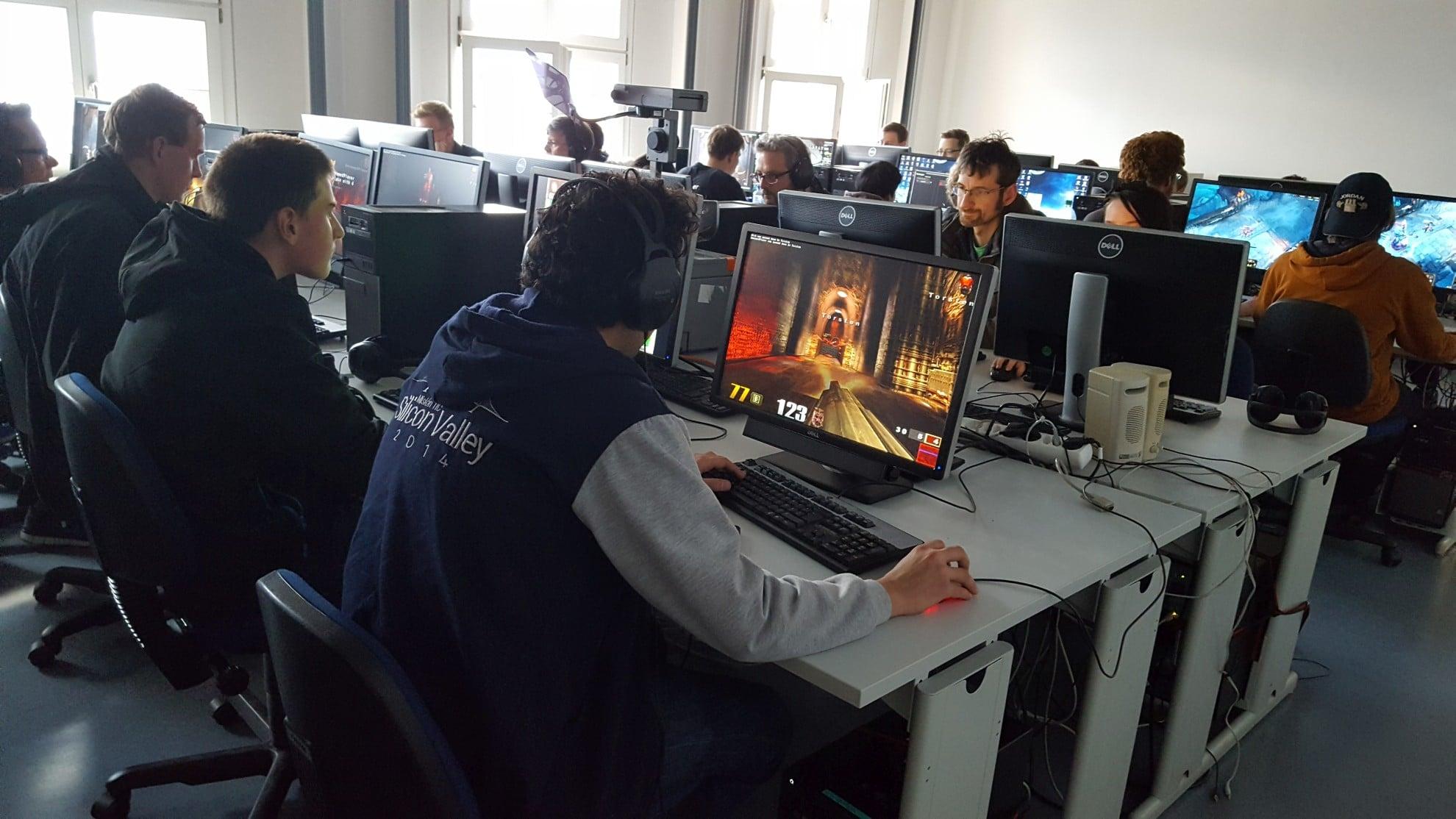Zockende Leute. (Foto: GamingGadgets.de)