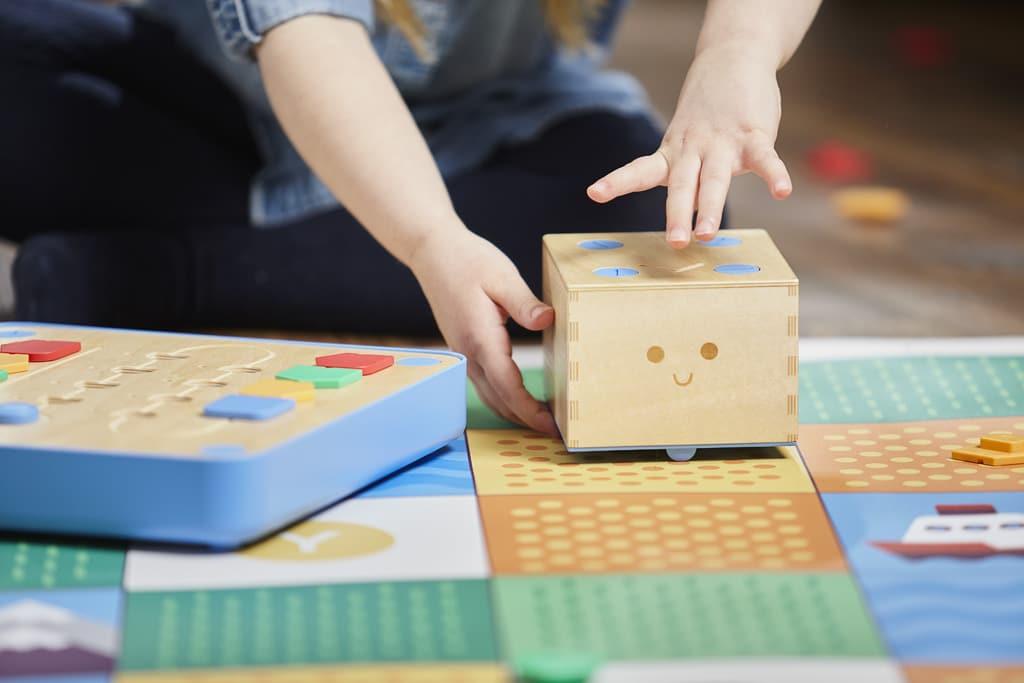 Cubetto heißt der Würfel. (Foto: Primo Toys)