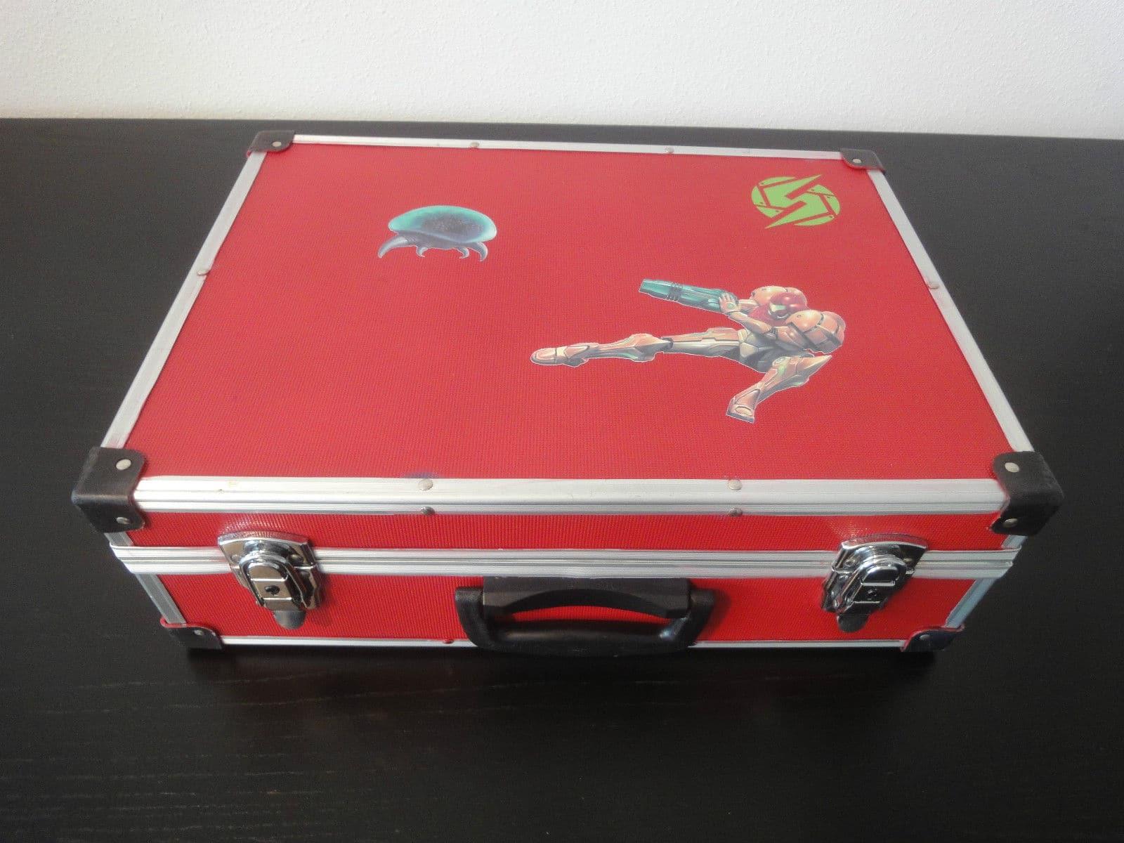 Den Koffer bekommt ihr dazu. (Foto: Akira)