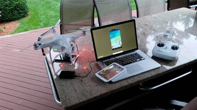 Laptop, Tablet und Drohne braucht ihr. (Foto: Reddit)