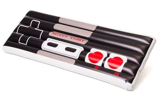NES Controller: Riesiges Gamepad zum Aufblasen