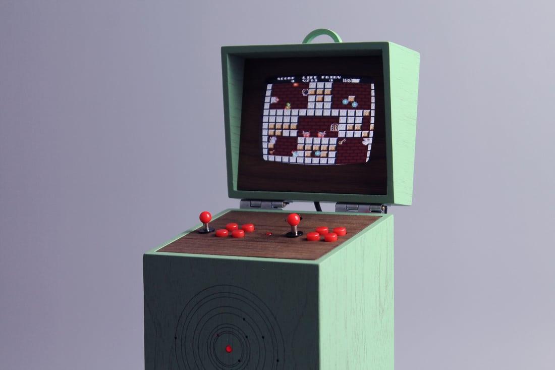 Pixelkabinett 42 Mini: Wunderschöner Retro-Automat für die Hosentasche